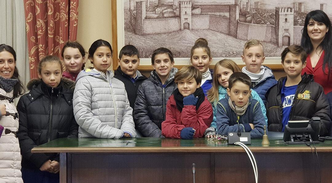 Una rappresentanza del Consiglio dei Bambini in Comune
